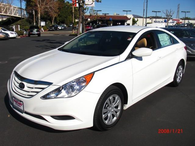 take advantage of an impressive lease special on the 2013 hyundai sonata parkway hyundai. Black Bedroom Furniture Sets. Home Design Ideas